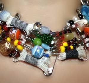 Ожерелье из булавок и бисера своими руками