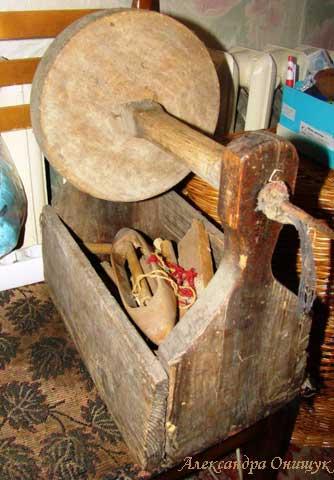 Коллекция деревенской утвари: ящик